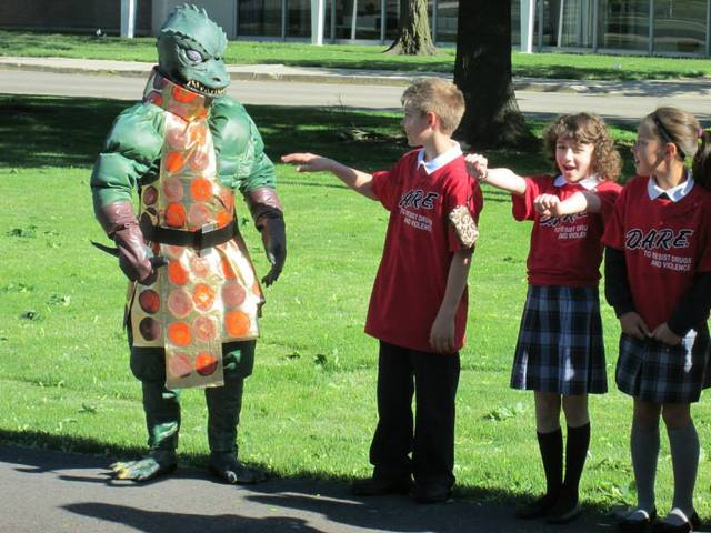 Gorn and kids.jpg