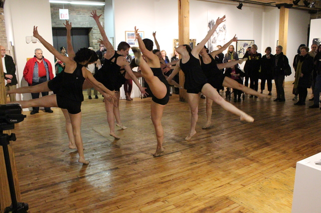 Modet_Dance_Collective_Bridgeport_Arts_Center_2014-05-03_photo_by_Fuzzy_Gerdes_IMG_1490.JPG