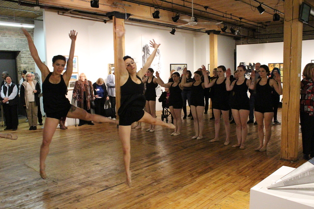Modet_Dance_Collective_Bridgeport_Arts_Center_2014-05-03_photo_by_Fuzzy_Gerdes_IMG_1505.JPG